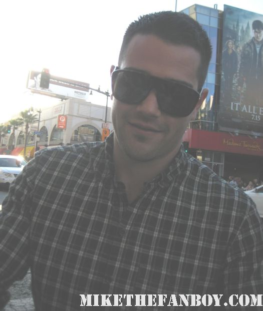 jesse metcalfe signing autographs for fans at the world premiere of horrible bosses in hollywood muscle workout desperate housewives shirtless gardener rare promo john tucker must die rre