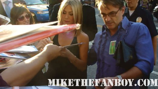 jennifer aniston signing autographs at the horrible bosses world premire movie hot sexy rare tatoo hot muscle  friends picture perfect office space the switch