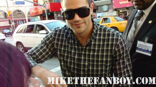 Jesse Metcalfe signing autographs at the horrible bosses world premire movie hot sexy rare tatoo hot muscle desperate housewives shirtless gardener hot sexy rare chest hair