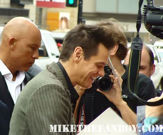 jim carrey signing autographs for fans at the world movie premiere of Mr. Poppers penguins in hollywood rare ace ventura in living color yes man liar liar promo eternal sunshine of the spotless mind mr poppers penguins rare world movie premiere jim carrey rare promo hot sexy red carpet hollywood movie premiere