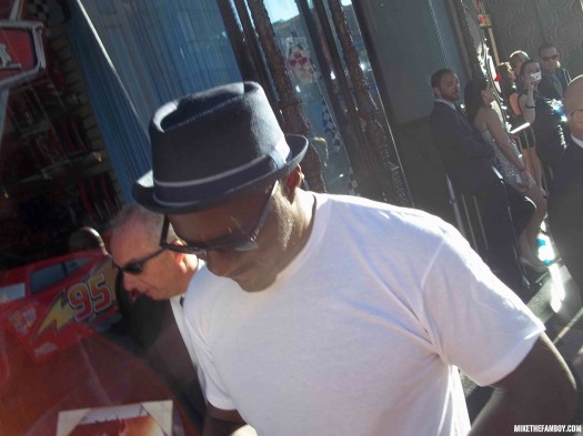 The world movie premiere of Captain America the First Avenger at the el capitan theatre in hollywood idris elba signing autographs for fans hot sexy photo shoot rare