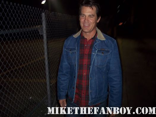 josh brolin brand from the goonies signs autographs for waiting fans true grit no country for old men jonah hex milk rare hot photo shoot rare promo sexy hot josh brolin