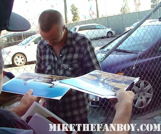 breaking bad and big love star aaron paul signs autographs for waiting fans before a talk show taping hot sexy photo shoot rare promo