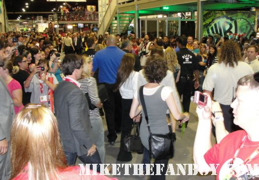 san diego comic con 2011 rare promo true blood autograph signing rare hot packed crowd wall to wall people