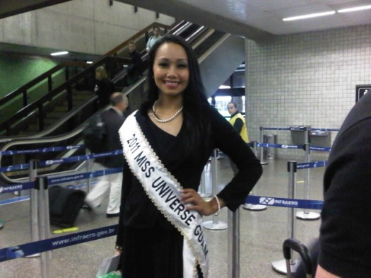 miss guam posing in brazil's airport with erica visits on a work trip