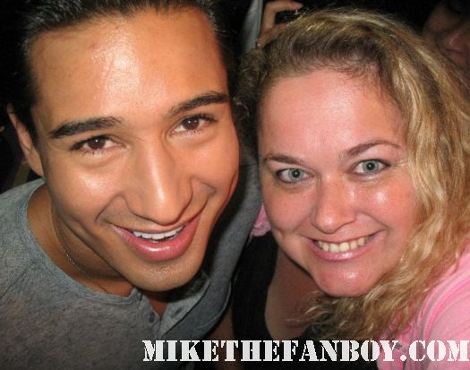 pretty in pinky with ac slater aka mario lopez at a taping of extra at the grove ac slater
