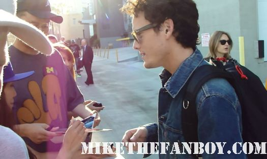 anton yelchin from star trek terminator salvation fright night charlie brewster signs autographs for waiting fans