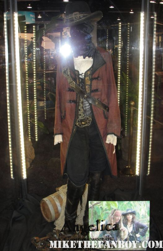 D23 2011 walt disney pirates of the caribbean on stranger tides props and costumes rare johnny depp jack sparrow penelope cruz sword costume compass Penelope Cruz's  costume and gun from Pirates Caribbean anjelica