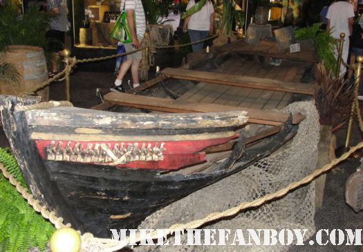 D23 2011 walt disney pirates of the caribbean on stranger tides props and costumes rare johnny depp jack sparrow penelope cruz sword costume compass Penelope Cruz's  costume and gun from Pirates Caribbean anjelica the priates boat