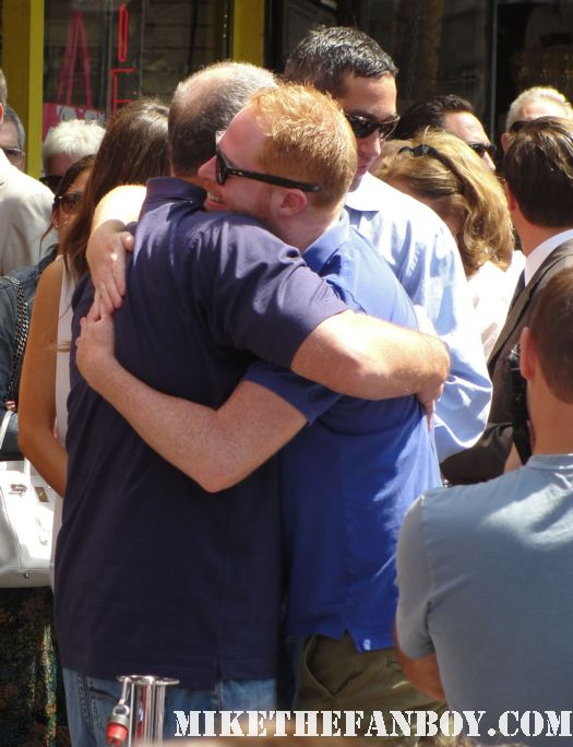 jessie tyler ferguson and ed o'neill hug arrives at modern family star Ed O'Neill walk of fame ceremony star on the hollywood walk of fame signed autograph rare promo married with children