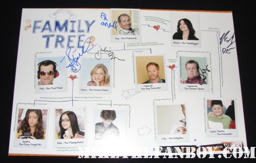 modern family cast signed autograph photo ed o'neill sophia vergara ariel winter eric stonestreet jessie tyler ferguson rico rodriguez