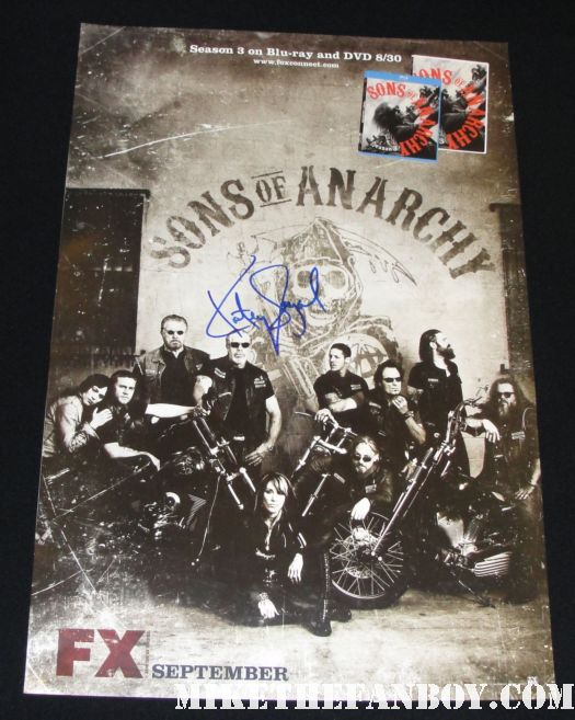 katey sagal signed autograph sons of anarchy mini poster sdcc san diego comic con 2011 promo poster Katey Sagal signs autographs at sophia vergara  and katey sagal with eric stonestreet and jessie tyler ferguson at modern family star Ed O'Neill walk of fame ceremony star on the hollywood walk of fame signed autograph rare promo married with children