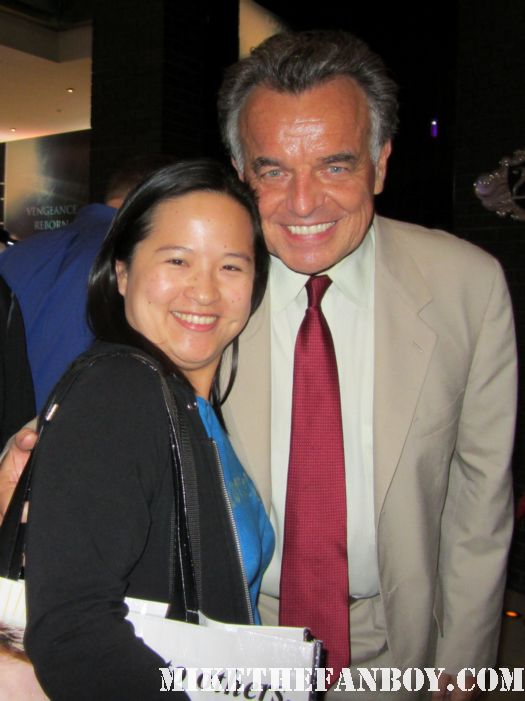 ray wise from twin peaks posing for a fan photo at san diego comic con 2011 sdcc 2011