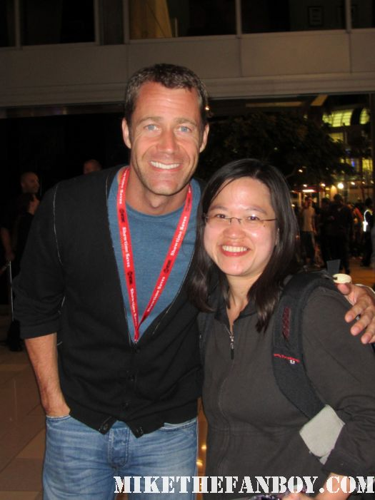 Colin-Ferguson from eureka stops to pose for a fan photo at san diego comic con 2011 sdcc 2011