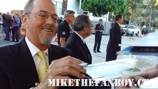 Gregory-Itzin-from-24-and-big-love-signs-autographs-for-fans-at-the-change-up-premiere The change up world movie premiere with ryan reynolds olivia wilde jason bateman leslie mann rare promo the crowd at the break up world movie premiere