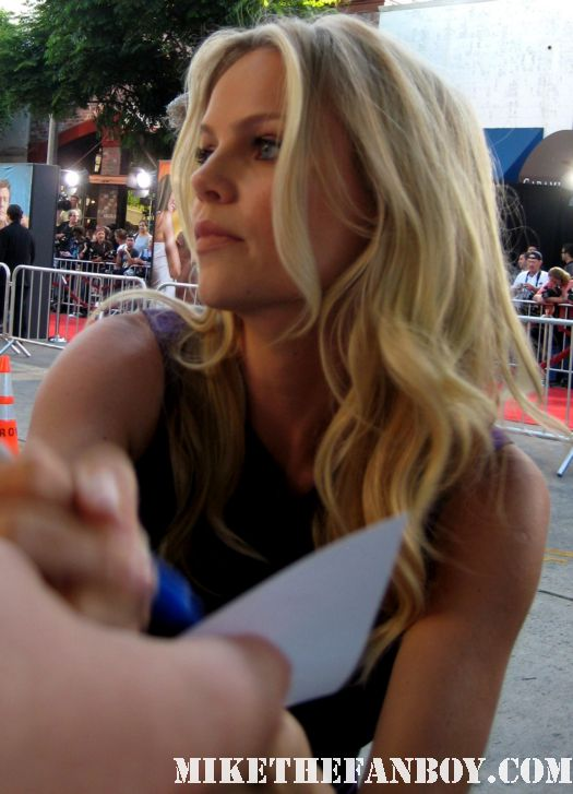 Mircea Monroe  Signing autographs for fans at the change up world movie premiere big love 24 rare