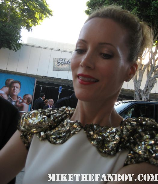 Leslie Mann from knocked up Signing autographs for fans at the change up world movie premiere 40 year old virgin 17 again