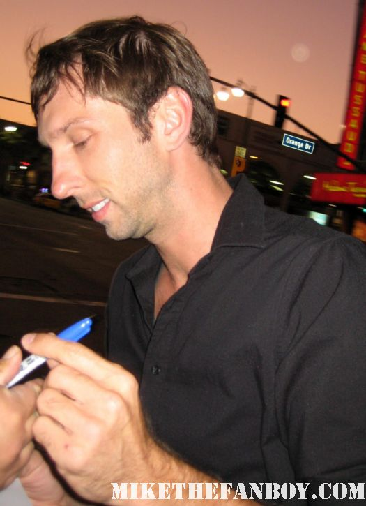 joel moore signs autographs for fans at the 30 minutes or less world movie premiere rare promo avatar hot rare