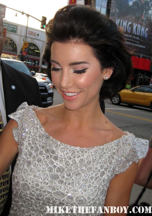Jaqueline Macinnes-Wood signing autographs for fans at the world movie premiere of Final destination 5 hot sexy photo shoot