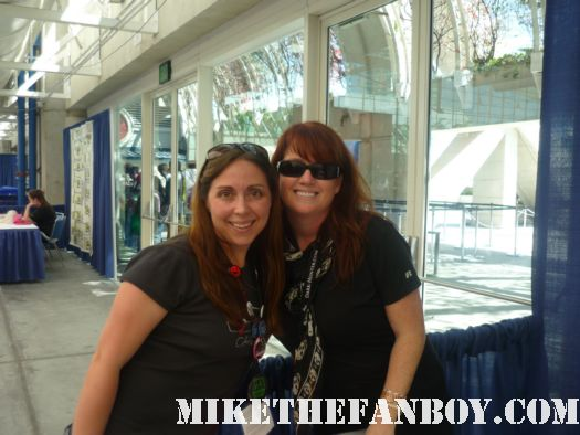 the novel strumpet from Mike The Fanboy with author sheryllin kenyon at san diego comic con 2011 sdcc 2011 rare book lovers promo hot rare promo free books