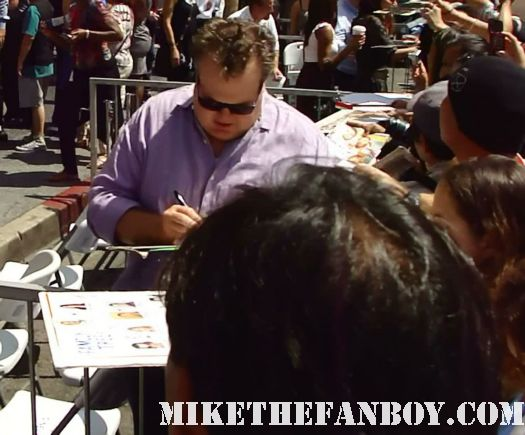 eric stonestreet cameron from modern family signing autographs at katey sagal signed autograph sons of anarchy mini poster sdcc san diego comic con 2011 promo poster Katey Sagal signs autographs at sophia vergara  and katey sagal with eric stonestreet and jessie tyler ferguson at modern family star Ed O'Neill walk of fame ceremony star on the hollywood walk of fame signed autograph rare promo married with children