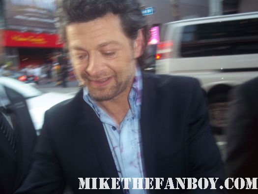 andy serkis from 13 going on 30 and lord of the rings gollum signing autographs for fans at the rise of the planet of the apes premiere rare signed autograph hot sexy rare promo photo shoot damn sexy