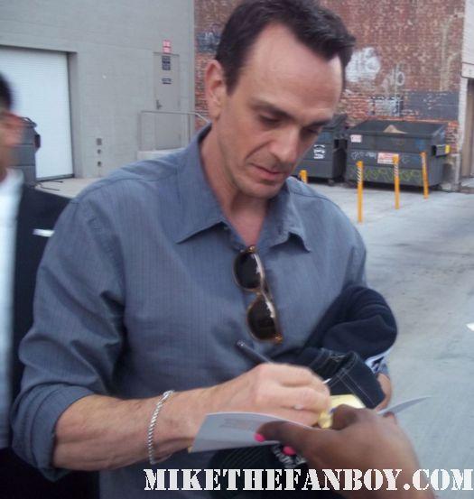 hank azaria gargamel from the smurfsa and chief wiggam from the simpson's stops to sign autographs for fans while out promoting smurfs signed autograph rare birdcage promo rare