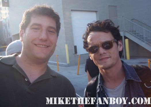anton yelchin from star trek terminator salvation fright night charlie brewster signs autographs for waiting fans  fright night star anton yelchin and mike the fanboy pose for a photo fan friendly rare star trek checkov