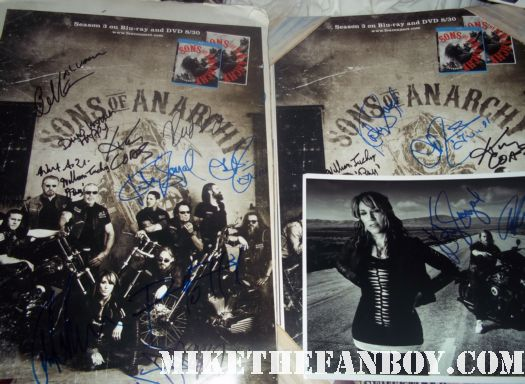 the sons of anarchy season 4 world premiere with katey sagal Emilio Rivera Theo Rossi CHARLIE HUNNAM charlie hunnam hot and sexy looking sexy signing autographs for fans sexy shirtless rare hot charlie hunnam sons of anarchy signed autograph promo poster rare