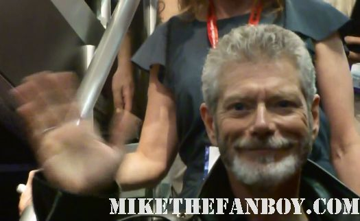 Stephen Lang (Avatar and the new Fox series, Terra Nova) signing autographs for fans at san diego comic con 2011 rare promo