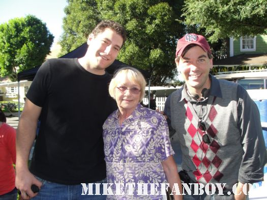 katherine joosten with mike the fanboy and scott on the set of desperate housewives moore
