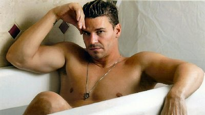 david boreanaz shirtless naked sexy hot muscle abs laying in a bathtub hot rare promo buffy the vampire slayer bones rare shirtless naked sexy wet muscle flex
