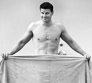 david boreanaz shirtless naked sexy hot muscle abs laying in a bathtub hot rare promo buffy the vampire slayer bones rare shirtless naked sexy wet naked at the beach with a towel