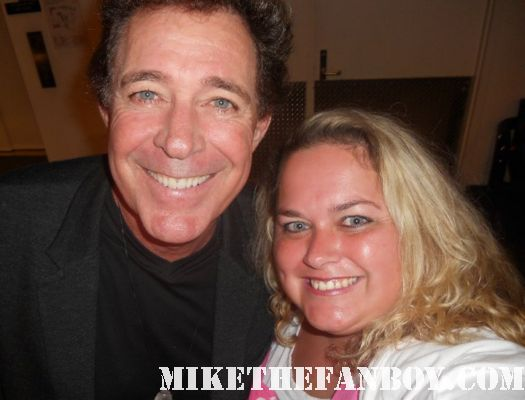 barry williams posing for a fan photo with pretty in pinky greg brady brady bunch barry williams now 2011 greg brady now 2011 hot sexy rare