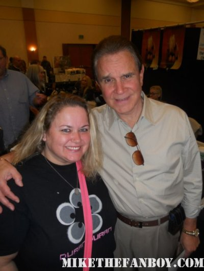 rich little from well the 60's at the burbank hollywood collector's show at the hollywood collector's show poses for a fan photo with pinky from pretty in pinky