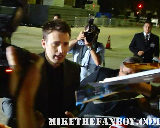 hot sexy chris evans signing autographs at the premiere of what's your number world movie premiere anna farris chris evan hot sexy dave annable zachary quinto blythe danner megan park signed autograph