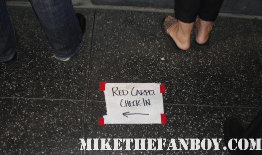 red carpet this way sign on the sidewalk of hollywood pinky at the prelease premiere of insight starring veronica cartwright natalie zea christopher lloyd and sean patrick flanery