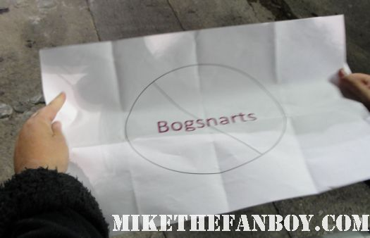 pinky's sign for Kristin Chenoweth that says no bogsnarts signing autograph rare fan photo