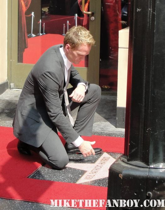 neil patrick harris posing with Neil patrick harris walk of fame star ceremony signed autograph joss whedon jason segel rare signed autograph how i met your mother barney doogie howser md