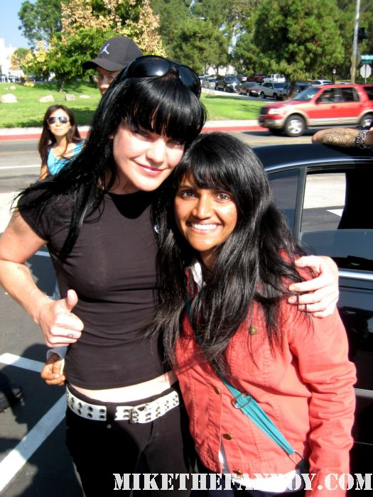 NCIS star Pauley Perrette takes a photo with uber fan anushika from mike the fanboy NCIS star Pauley Perrette stops her car to sign autographs for fans hot sexy Abby Sciuto rare