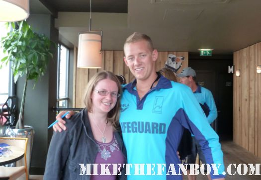Maxi from Bondi Rescue lifeguards pose for a fan photo with the scarlet starlet! sexy hot lifeguards rare signed autograph