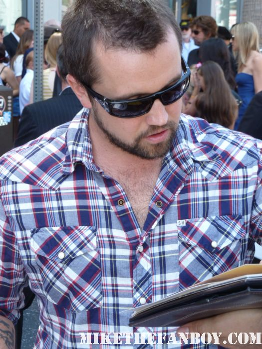 It's Always Sunny in philadelphia star Rob McElhenney signs autographs for fans at danny devitos walk of fame star ceremony