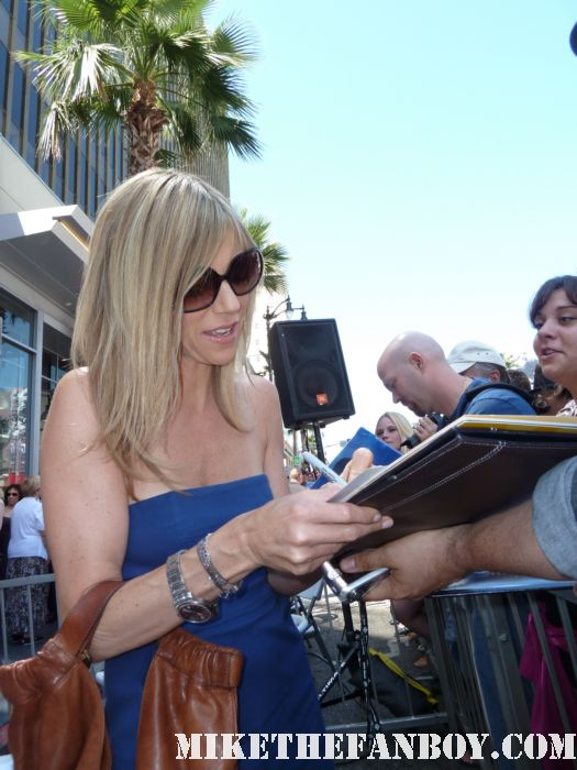 It's Always Sunny in philadelphia star Kaitlin Olson  signs autographs for fans at danny devitos walk of fame star ceremony