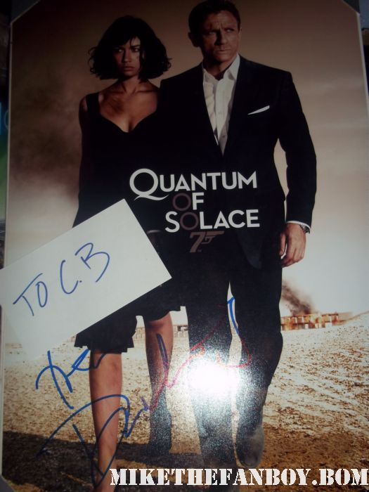 Daniel Craig on location shooting girl with the dragon tattoo in los angeles ca signed autograph hot and sexy quantum of solace rare promo mini poster hot