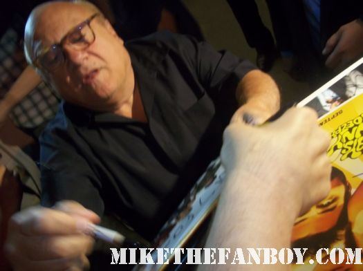 danny devito from twins and taxi signs autograph at the it's always sunny in philadelphia and the league premiere