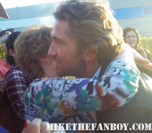 300 star gerard butler stops to sign autographs for fans outside a talk show taping sexy hot rare autograph promo gamer king leonidas p.s. I love you
