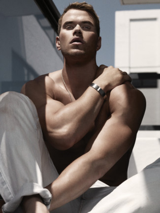shirtless kellan lutz flexes his muscles in this hot and sexy photoshoot from gq austrailia magazine 2011 september hot sexy kellan lutz rare twilight promo