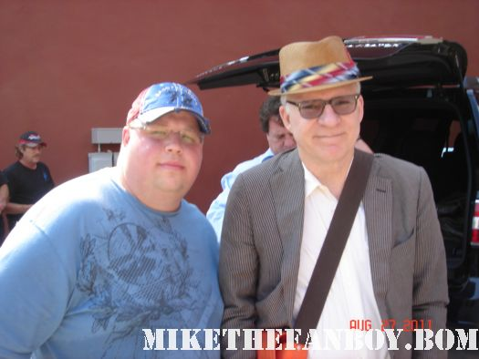 mike the fanboy's reader chuck takes a fan photo with comedian steve martin on the streets of texas! parenthood father of the bride rare signed autograph