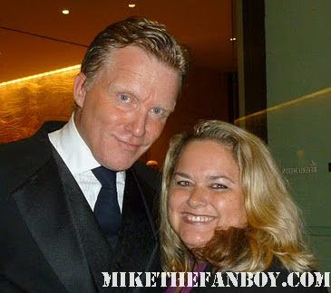 mike the fanboy's pretty in pinky posing for a fan photo with sixteen candles star anthony michael hall signed autograph vacation