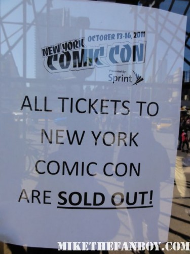 NYCC New York comic con sold out sign a crowd of people waiting to get into new york comic con 2011 rare promo hot sweaty costumed fans